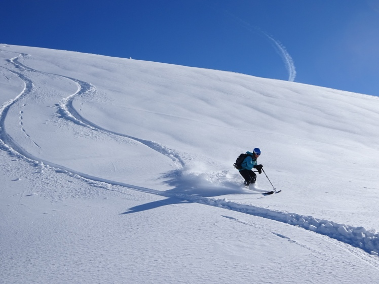 Powder_skiing_in_Chamonix_Mont_Blanc